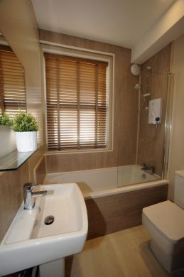 16 Victoria Street 5 Bedroom Exeter Student House Bathroom
