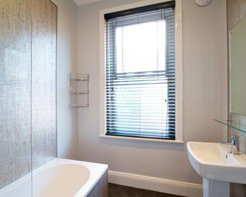 1 May Street 6 Bedroom Durham Student House Bathroom 1