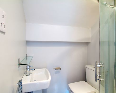 1 May Street 6 Bedroom Durham Student House Bathroom 4