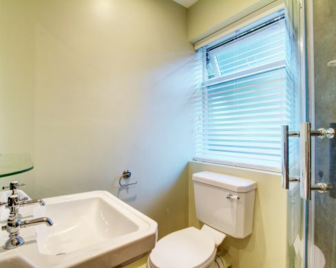 31 Sutton Street 5 Bedroom Durham Student House Bathroom 1