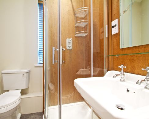 32 Sutton Street 4 Bedroom Durham Student House Bathroom