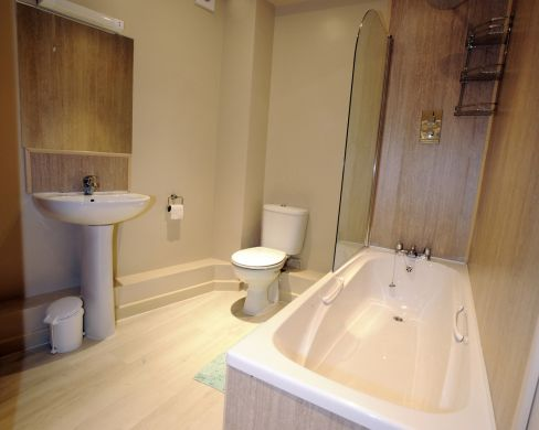 2 St Clements Lane 4 Bedroom Exeter Student House Bathroom