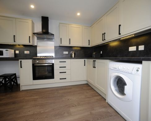 52 Howell Road 5 Bedroom Exeter Student House Kitchen 2