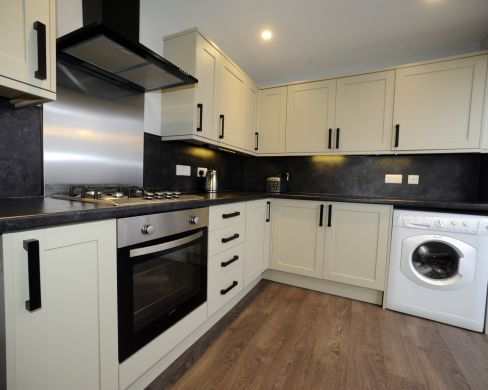52 Howell Road 5 Bedroom Exeter Student House Kitchen 3