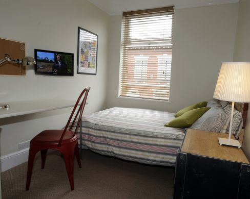 23 Victoria Street 6 Bedroom Exeter Student House Bedroom 1