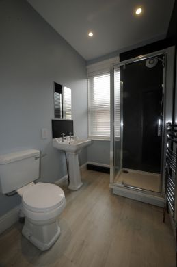 63 Victoria Street 5 Bedroom Exeter Student House bathroom