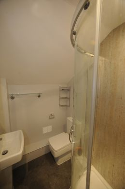 83 Victoria Street 4 Bedroom Exeter Student House bathroom 2
