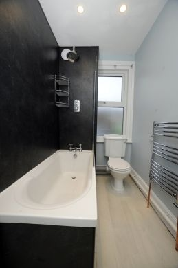 89 Victoria Street 5 Bedroom Exeter Student House bathroom 2