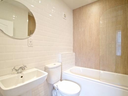 26 Waterloo Road 10 Bedroom Nottingham Student House bathroom