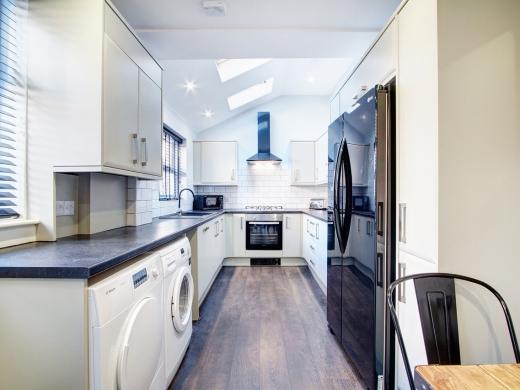 76 Kimbolton Avenue 6 Bedroom Nottingham Student House kitchen