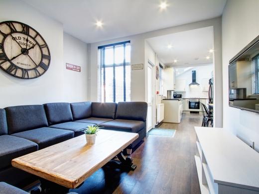 76 Kimbolton Avenue 6 Bedroom Nottingham Student House living room