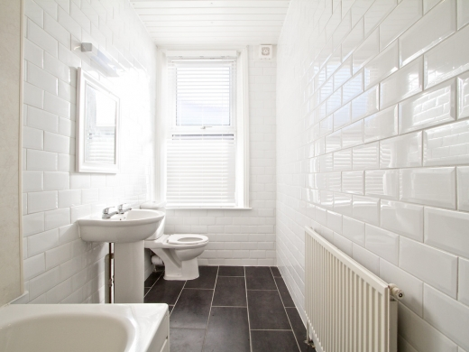 52 Queens Road 8 Bedroom Leeds Student House bathroom 2