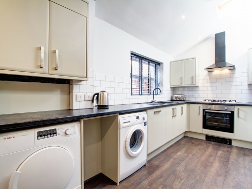 87 Kimbolton Avenue 6 Bedroom Nottingham Student House Kitchen