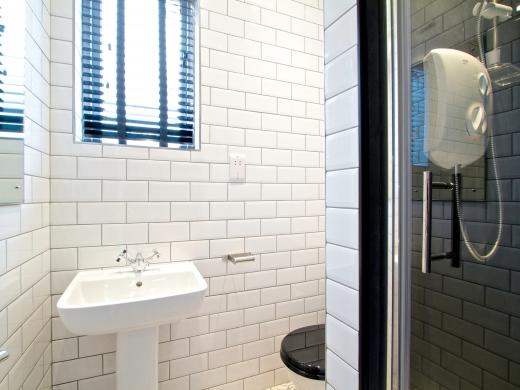 87 Kimbolton Avenue 6 Bedroom Nottingham Student House Bathroom
