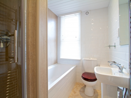 85 Rothesay Avenue 6 Bedroom Nottingham Student House bathroom