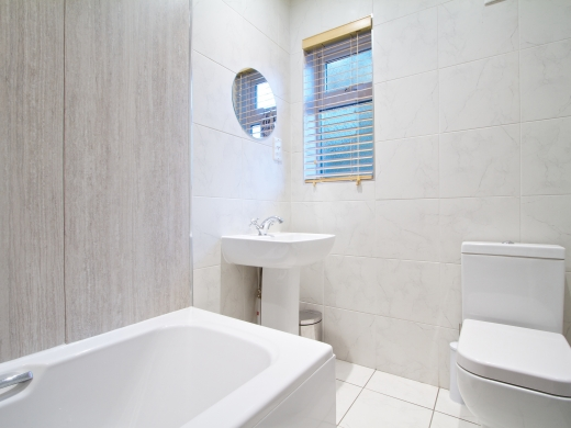 61 Derby Grove 5 Bedroom Nottingham Student House bathroom 1