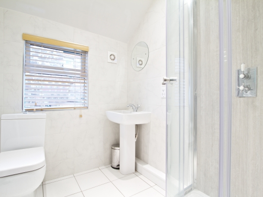 61 Derby Grove 5 Bedroom Nottingham Student House bathroom 2