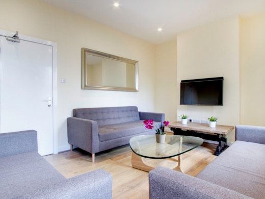 21 Booth Avenue 6 Bedroom Manchester Student House Living Room 2