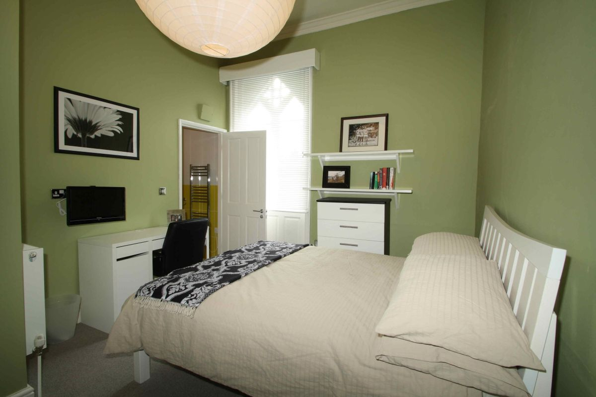 33 fishergate 10 bedroom york student house student cribs. Black Bedroom Furniture Sets. Home Design Ideas