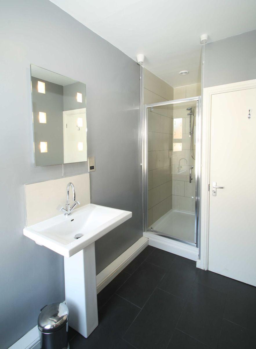 DA Shower Room