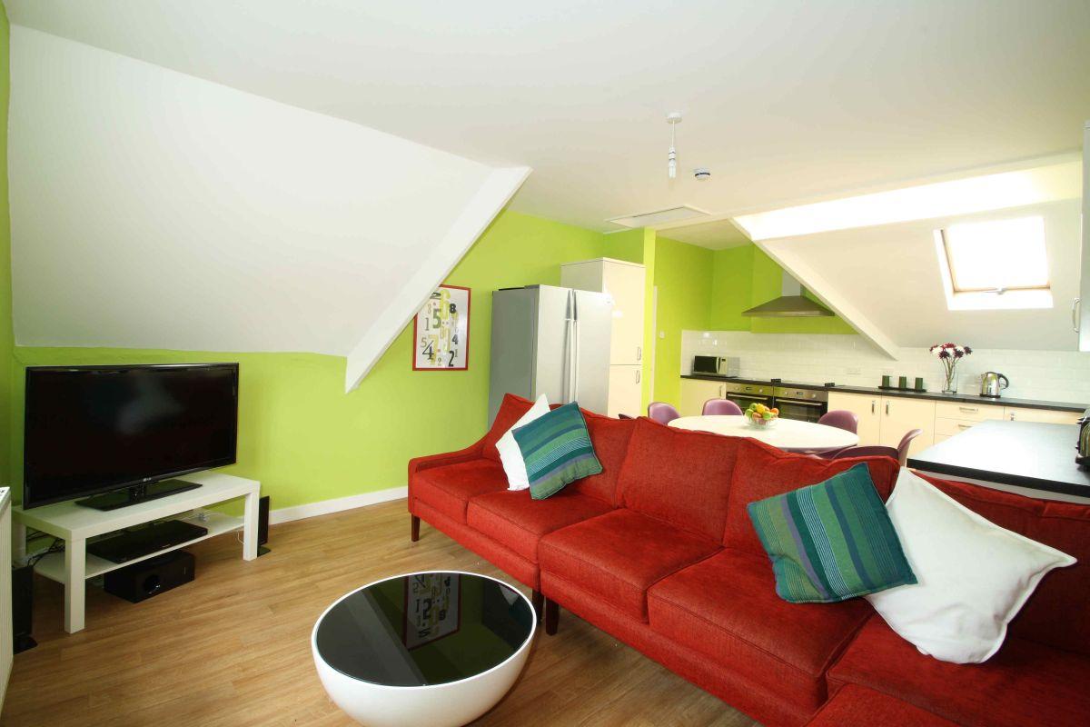 flat 4 17 ladybarn road 7 bedroom manchester student house flat 4 17 ladybarn road manchester student house living room