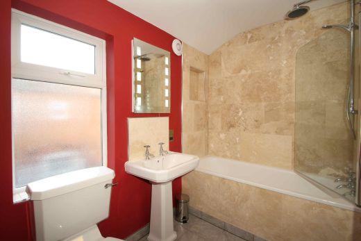 122 Park Road 6 Bedroom Loughborough Student House Bathroom 1