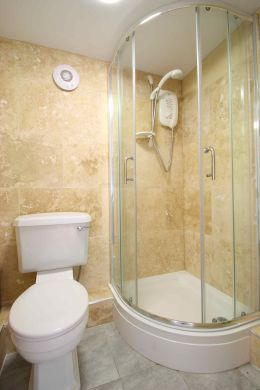 122 Park Road 6 Bedroom Loughborough Student House Bathroom 2