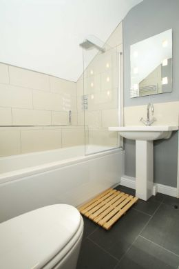 25 Dunlop Avenue 5 Bedroom Nottingham Student House bathroom 2