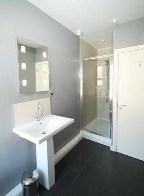 25 Dunlop Avenue 5 Bedroom Nottingham Student House bathroom 1
