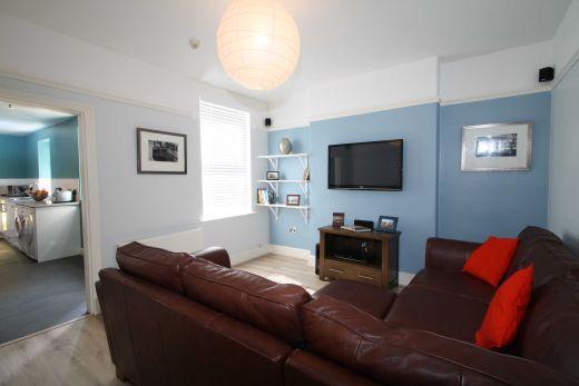 25 Dunlop Avenue 5 Bedroom Nottingham Student House Living Room 1