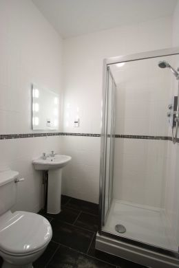 67a Cromwell Street 10 Bedroom Nottingham Student House bathroom 1