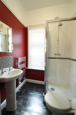 67a Cromwell Street 10 Bedroom Nottingham Student House bathroom 2