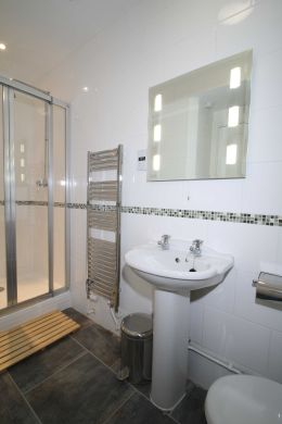 67a Cromwell Street 10 Bedroom Nottingham Student House bathroom 5