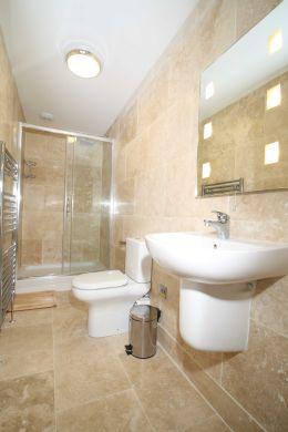 62 Lenton Boulevard 6 Bedroom Nottingham Student House Bathroom 1