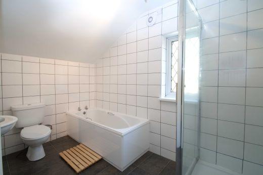 24 Kimbolton Avenue 6 Bedroom Nottingham Student House bathroom