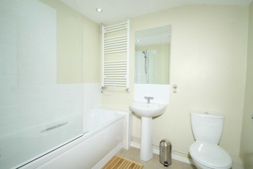 34 Prospect Place Cirencester Student House Bathroom