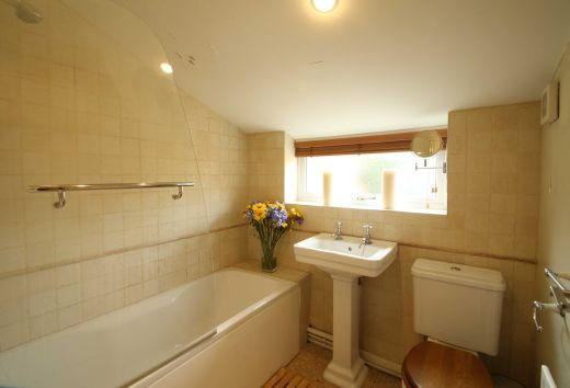 8 Prospect Place Cirencester Student House Bathroom