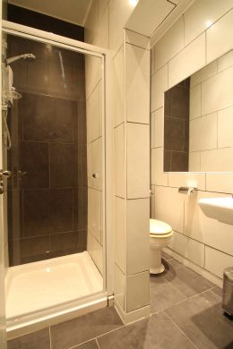 12 Amherst Road 9 Bedroom Manchester Student House Bathroom 1