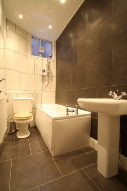 12 Amherst Road 9 Bedroom Manchester Student House Bathroom 2