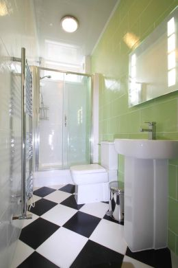 6 Buckingham Mount 6 Bedroom Leeds Student House Bathroom 2