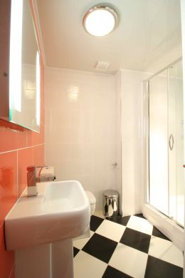 25 Brudenell View 5 Bedroom Leeds Student House bathroom 1