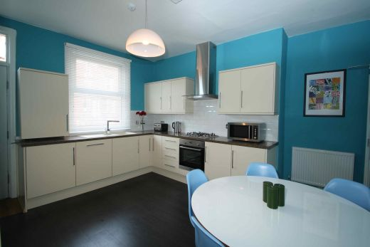 25 Brudenell View 5 Bedroom Leeds Student House kitchen