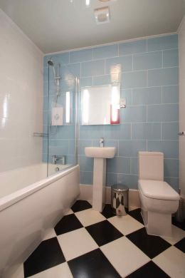 25 Brudenell View 5 Bedroom Leeds Student House bathroom 2