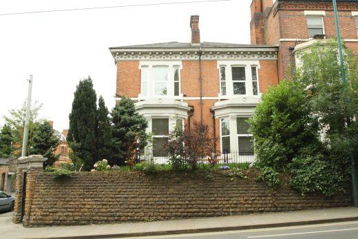 Waverley Street 6 Bedroom Nottingham Student House exterior shot 1