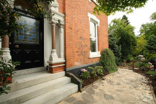 Waverley Street 6 Bedroom Nottingham Student House front door