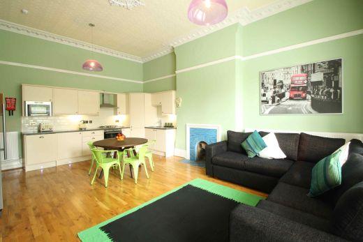 Waverley Street 6 Bedroom Nottingham Student House living room 1