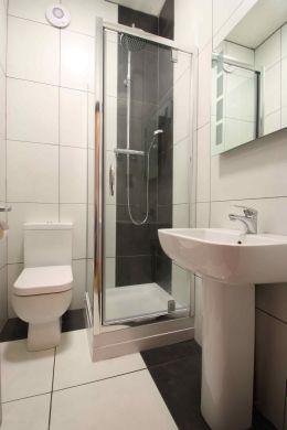 40 Cawdor Road 6 Bedroom Manchester Student House Bathroom 1