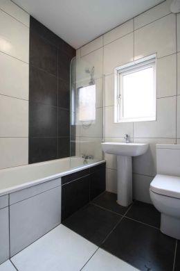 40 Cawdor Road 6 Bedroom Manchester Student House Bathroom 2