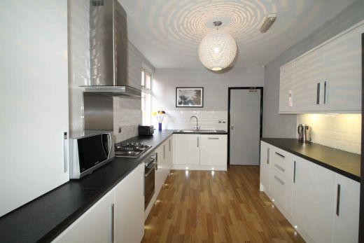 40 Cawdor Road 6 Bedroom Manchester Student House Kitchen 2