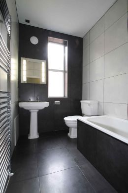 16 Cawdor Road 8 Bedroom Manchester Student House Bathroom 1